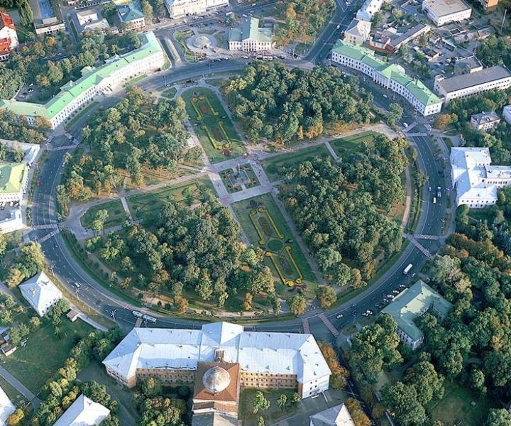 Полтава. Кругла площа. Фото з сайту igotoworld.com