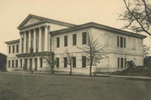 Відреставрований фасад будинку Дворянського зібрання. Травень 1946 р.