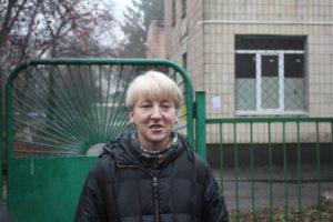 Лариса Гольник біля Октябрського районного суду