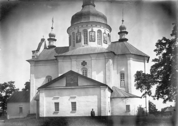 Благовіщенська церква (1722 р.) у с. Баришівка Переяславського повіту. Зовнішній вигляд з південного сходу.Світлина С. Таранушенка, 1920-х рр.