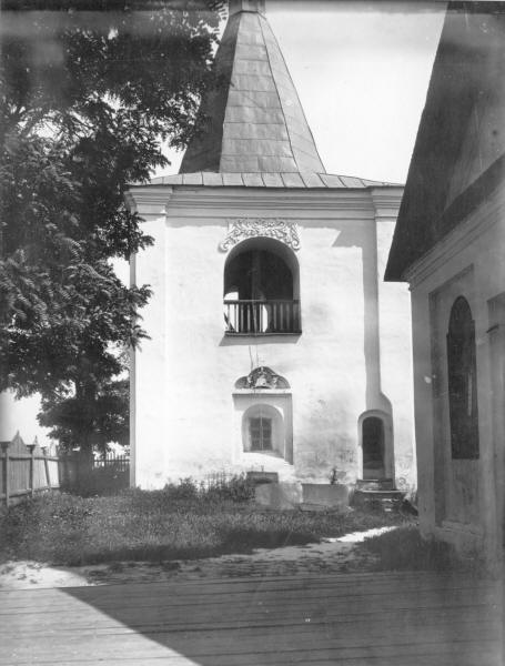 Дзвіниця Благовіщенської церкви (1722 р.) у с. Баришівка Переяславського повіту. Зовнішній вигляд з південного сходу.Світлина С. Таранушенка, 1920-х рр.