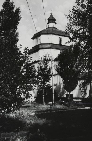 Введенська церква у м. Берислав Херсонської обл., збудована на Полтавщині у 1726 р. У 1787 р.перенесена до Берислава. Зовнішній вигляд з південного заходу. Світлина С. Таранушенка, 1927 р.