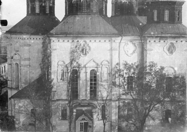 Хрестоздвиженський монастир.Воздвиженський собор. Деталі фасаду.