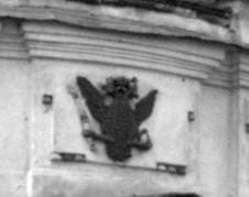 Хрестоздвиженський монастир. Двіниця. Російський герб над входом.
