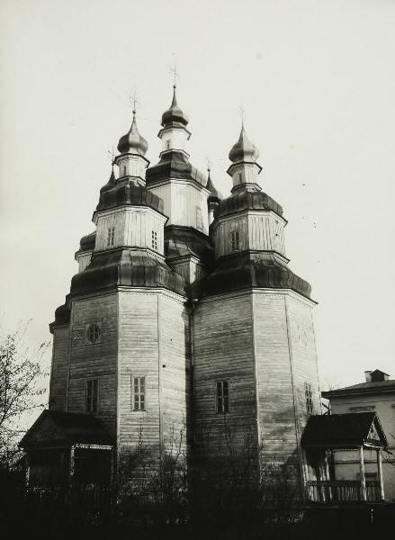 окровська церква (1770 р.). У 1908-1909 р.р. церква перенесена до Полтави з м. Ромен.